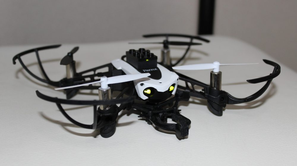 小型のドローン Parrot MAMBO(パロット マンボ)実際に飛ばしてみた感想 評価 レビュー